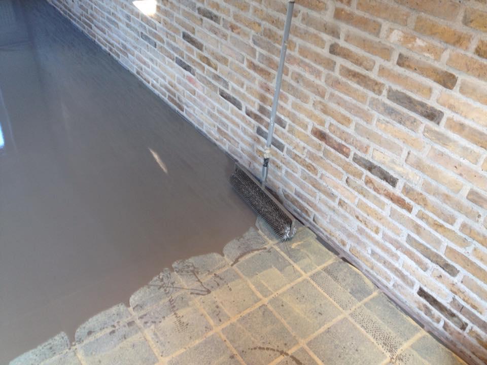 Egaliseren houten vloer houten constructievloer verstevigen en