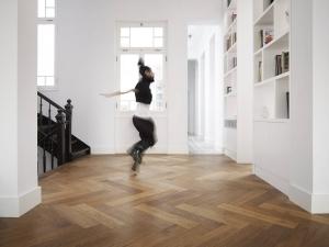 Dennebos N.07 houten vloer in visgraat
